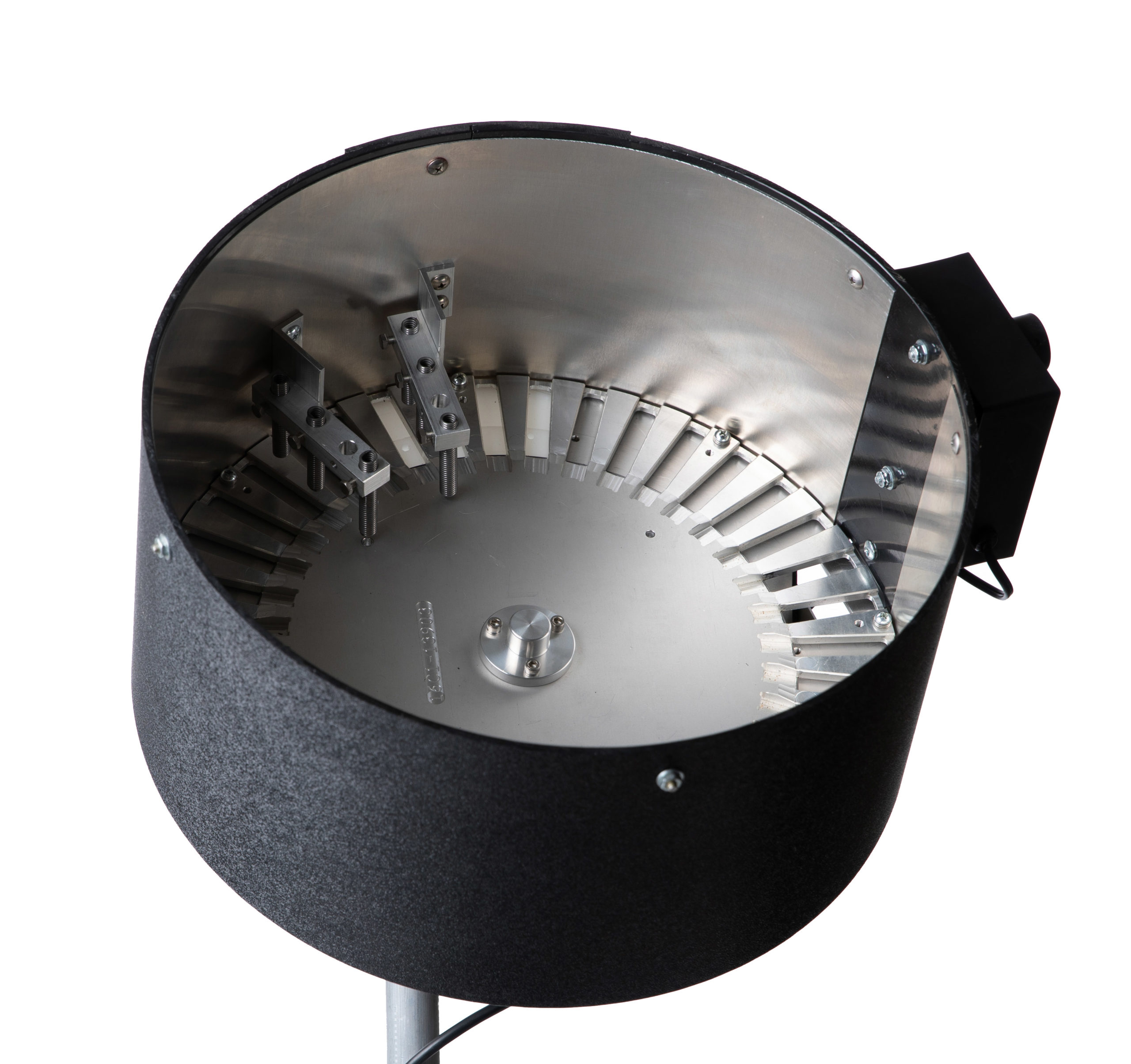 16 inch case feeder front